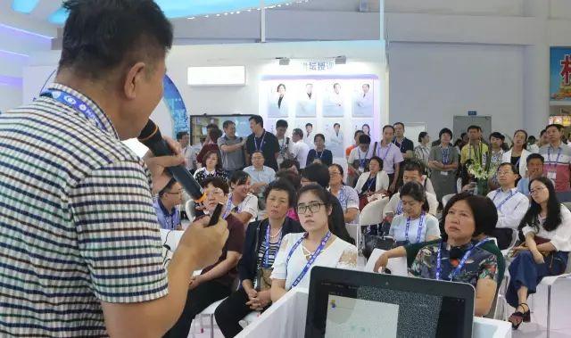 王骞教授发表《近视手术的多元化选择》的演.jpg