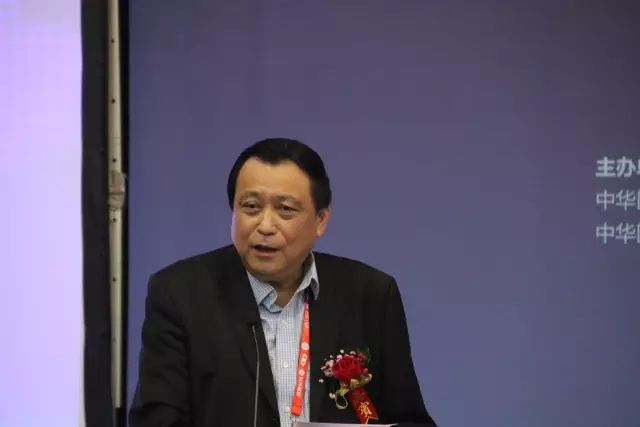 """9月15日下午,在第22次 眼科学术大会上,中国眼科医师""""明日之星""""计划在福州海峡 会展中心正式启动,数 名中外眼科专家在现场及通过视频直播共同见证。1.jpg"""