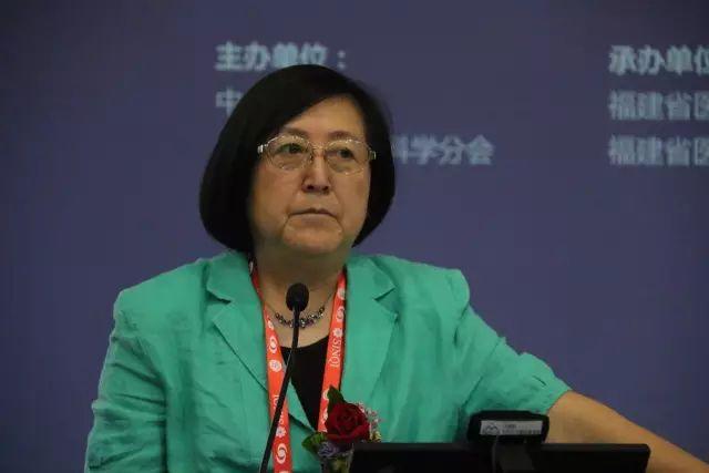 """9月15日下午,在第22次 眼科学术大会上,中国眼科医师""""明日之星""""计划在福州海峡 会展中心正式启动,数 名中外眼科专家在现场及通过视频直播共同见证。2.jpg"""