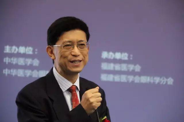 """9月15日下午,在第22次 眼科学术大会上,中国眼科医师""""明日之星""""计划在福州海峡 会展中心正式启动,数 名中外眼科专家在现场及通过视频直播共同见证。5.jpg"""